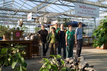 {saisonstart} …steht ab heute unser Verkaufsteam bereit: Nici, unsere Verkaufsleiterin Nancy, Andrea, Simone, Anett und Tanja