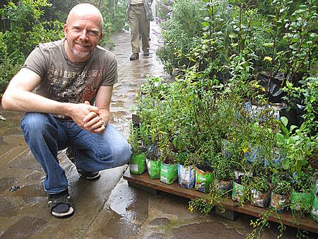 Daniel Rühlemann in einer Teekräuter-Gärtnerei auf Madeira